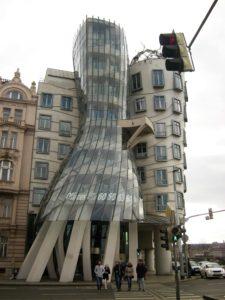 zgrada, koja, plese