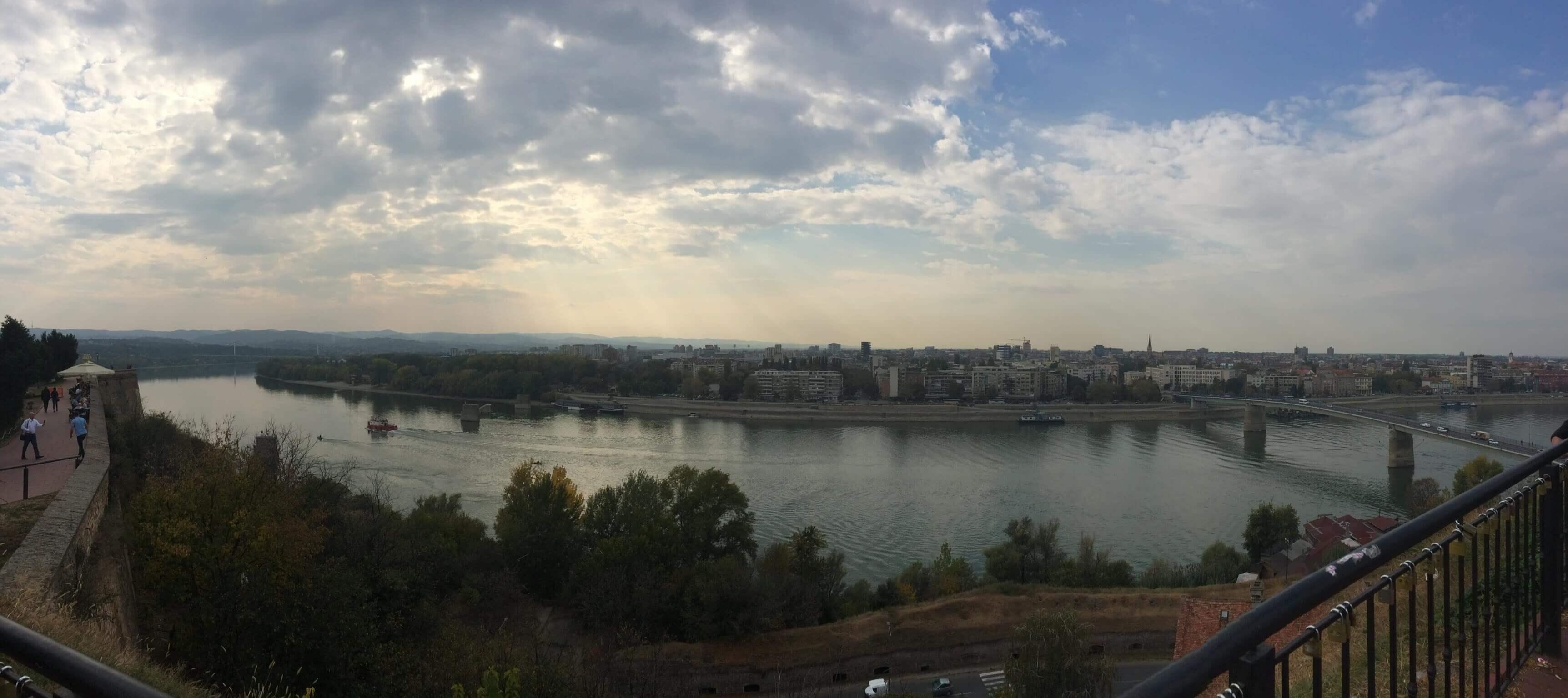 Zaustavite Dunav i kazaljke stare…