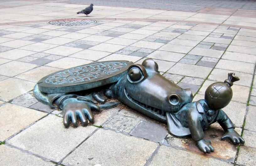 brooklyn alligator unusual sculpture in new york