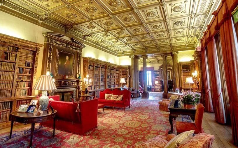 Veličanstvena prostorija za čitanje knige u Engleskoj
