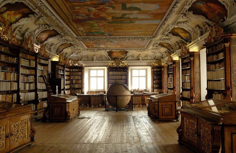 Globus u čitaonici u Kremsmunsteru u Austriji