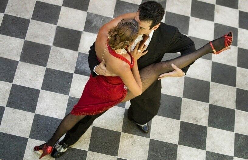 Par izvodi čuveni Tango Argentino