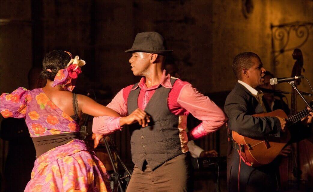 Kubanski par igra salsu
