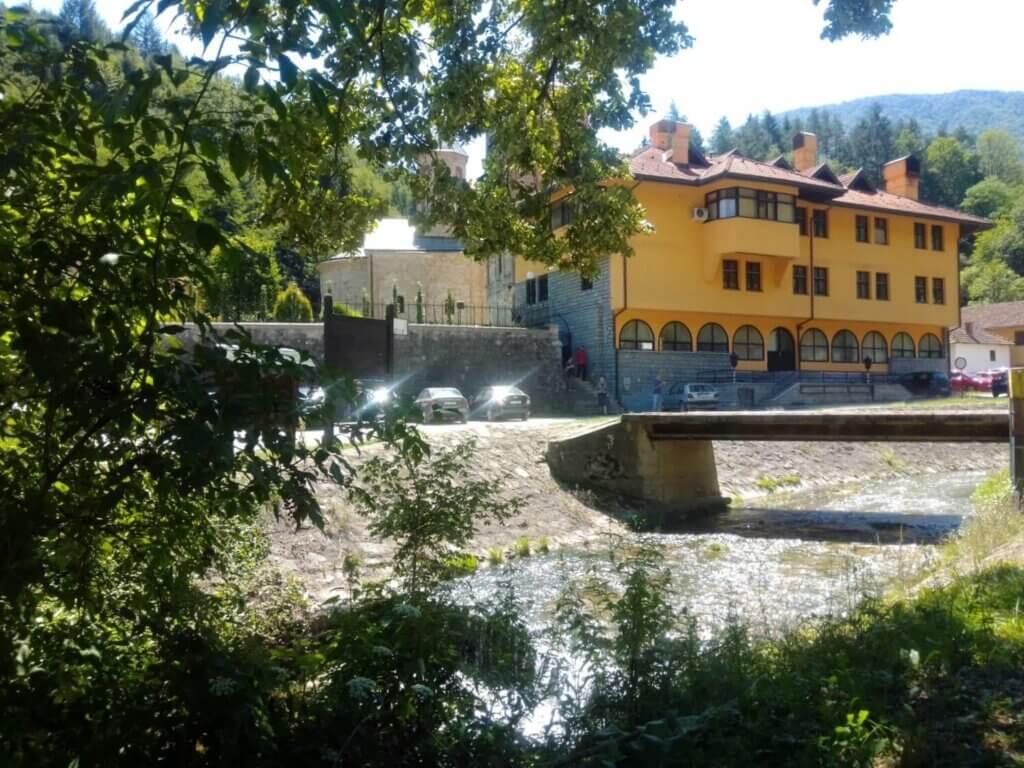 manastir, raca1